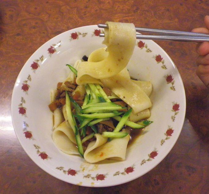 ベルトのような太麺「皮帯麺」