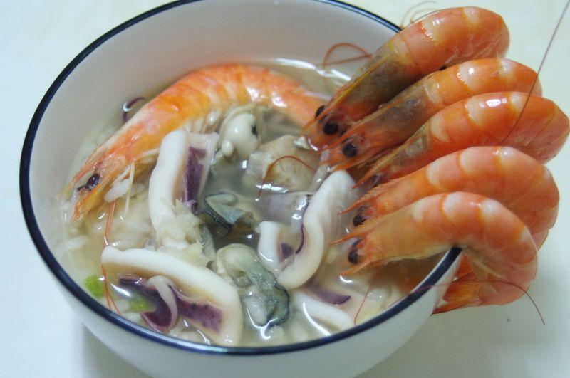 台湾高雄ならでは!ボリューム満点!で大人気の「香味海鮮粥」