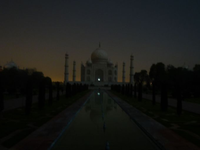 人と違った体験をしてみたい!満月のタージマハル観光