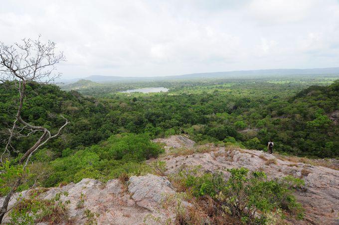 絶景!ローズクォーツマウンテン山頂からのスリランカの大自然