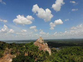 スリランカの絶景パワースポット☆仏教伝来の地ミヒンタレーに登る!