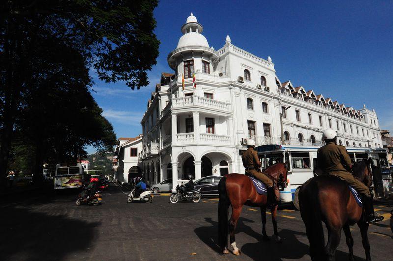 「クイーンズホテル」スリランカ世界遺産の古都キャンディで立地抜群♪コロニアルなホテルに泊まる!