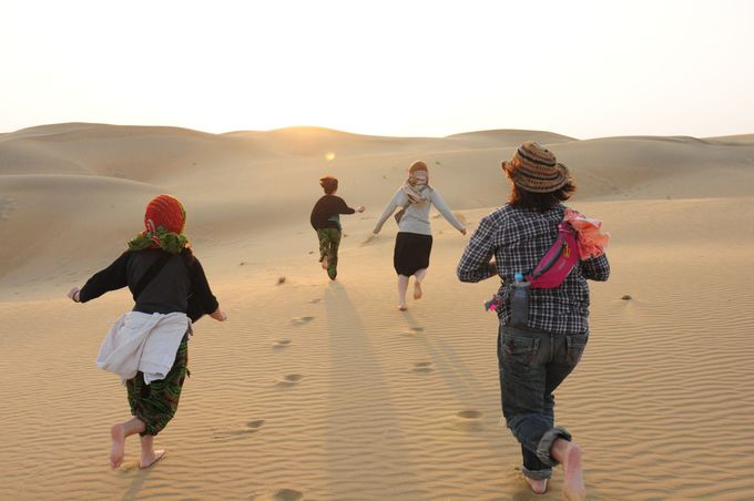 ビーチリゾートのような美しい砂漠でとにかく遊ぶ