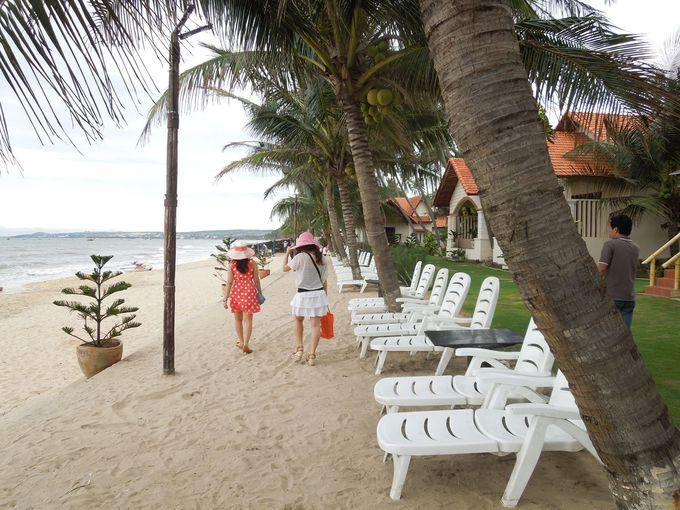 ホテル目前の海でプライベートビーチを満喫!