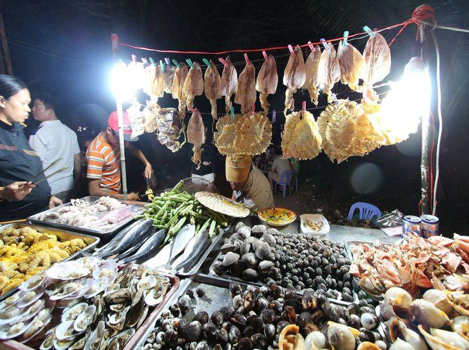 食堂で食べる貝料理が絶品