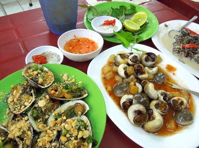 ベトナムの貝料理をさまざまな食べ方で試食!