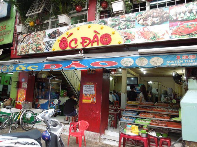 現地人で毎夜賑わう貝料理店「オックダオ」