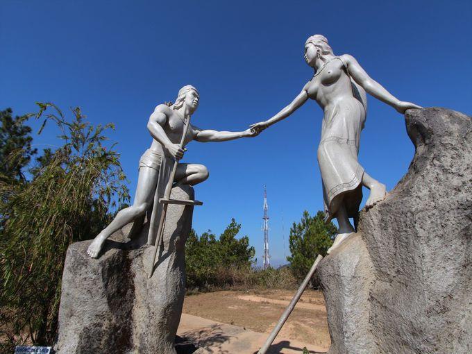 ラン・ビアン伝説と今に残る二人の像
