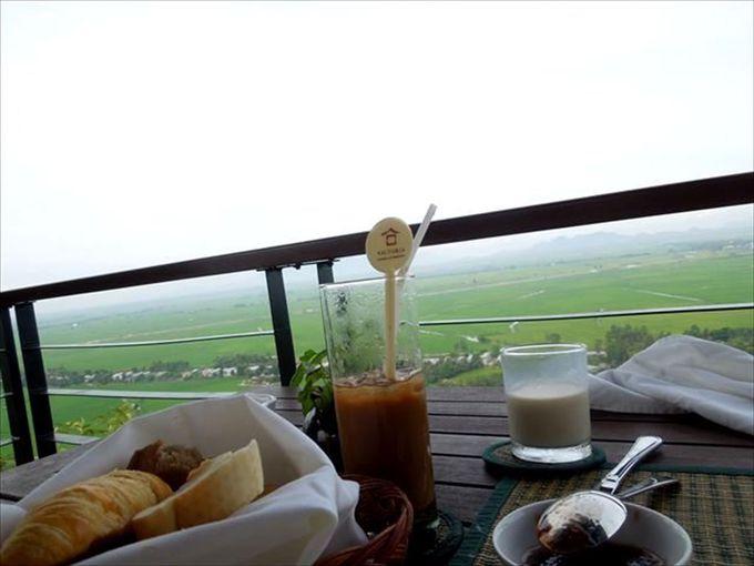 朝食とディナーは優雅な食事を