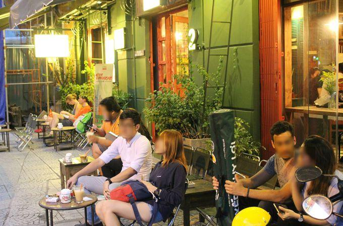 ベトナムに根付く文化。路上カフェを満喫