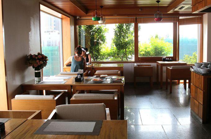 屋上プール&朝食ビュッフェでリゾートな時間を満喫