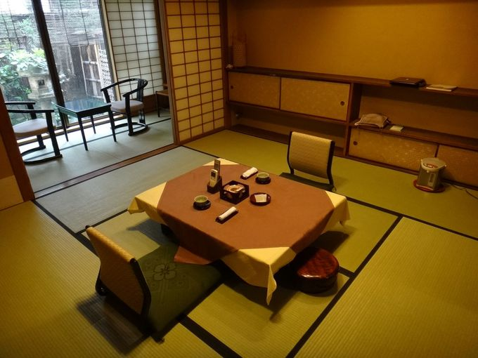 お部屋は古いながらも清潔で落ち着ける雰囲気