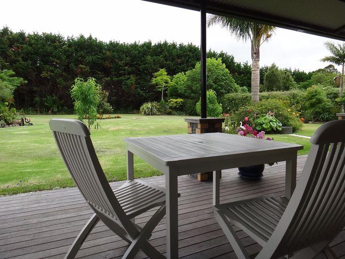 デッキでお茶を飲みながらお庭の観察