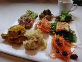 ドレッシングのアンテナショップ!?有楽町のピエトロで野菜食べ放題ランチ!|東京都|トラベルjp<たびねす>