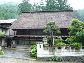 東京の山里を訪ねる!兜造りの茅葺き屋根を持つ「兜家旅館」で懐かしいひとときを