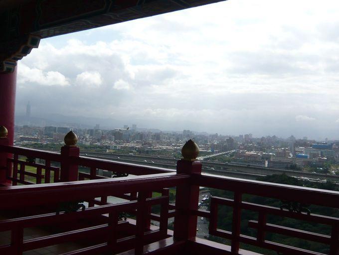 松山空港へ向かう飛行機を眺める