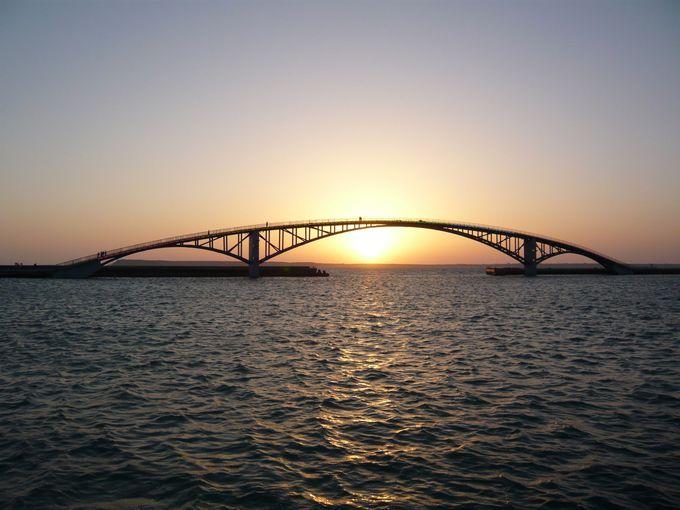 夕日がキレイな観音亭の西瀛虹橋
