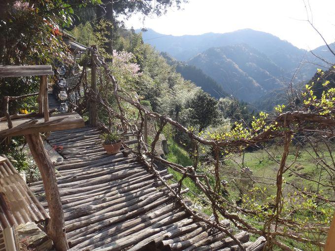 かずら橋を渡ってたどりつく宿