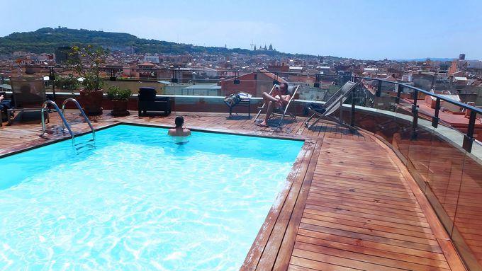 オススメは屋上のプールとカフェ