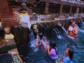 沐浴体験も!バリ島ヒンドゥー教の聖地「ティルタ・エンプル」