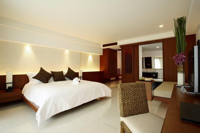 白を基調とした広々ルーム
