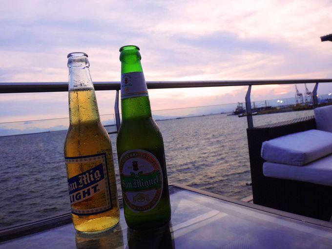 日没までの時間はフィリピン・ビールを飲みながらまったりと…