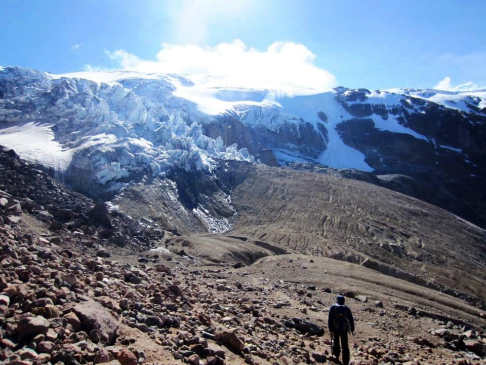 赤道地点一番高い場所を通る唯一の火山