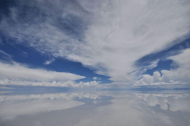 誰もが一度は見てみたい!秘境ウユニ塩湖で見られる絶景とは