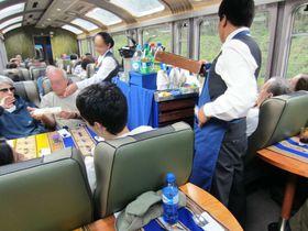 ピエロも登場!?ペルー・マチュピチュへの列車が面白い!