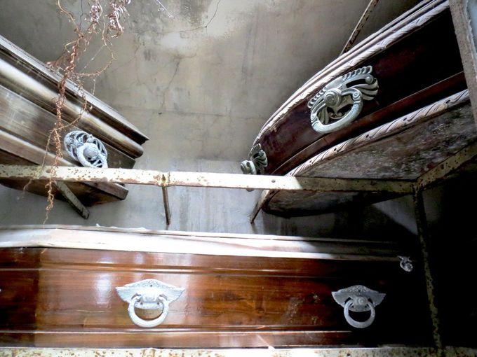 様々なお墓から歴史や人生が分かる