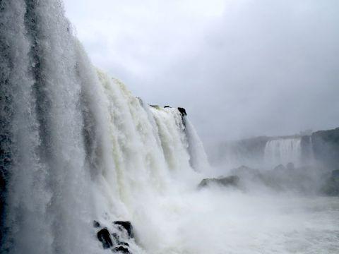 世界最大の滝「イグアスの滝」を間近で体験!