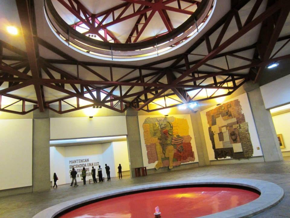 教会と呼ばれるグアヤサミン美術館