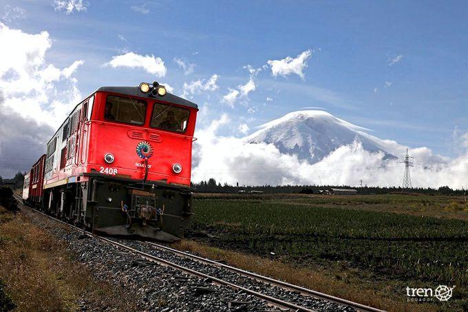 壮大なアンデスの景色を眺めながらコトパクシ山へ