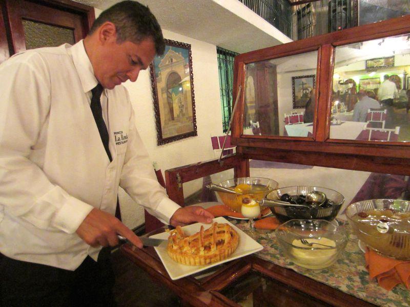 キト最古の目抜き通りを再現!エクアドル料理店「ラ・ロンダ」