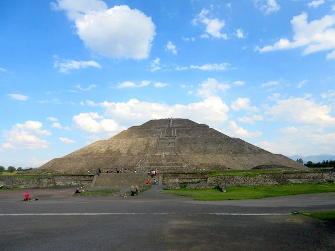 巨大ピラミッドがある謎の「テオティワカン遺跡」へ