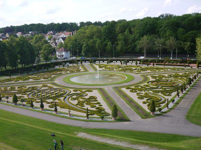 宮殿にはもちろん庭園も