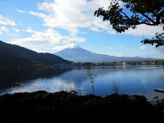 富士五湖を代表する「河口湖」で自然とレジャーを楽しめ!