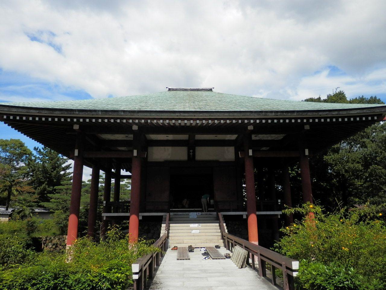 法隆寺敷地内にある中宮寺もぜひ訪れてください