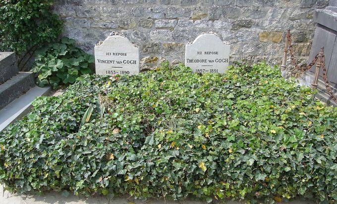 仲良く並ぶゴッホとテオの墓
