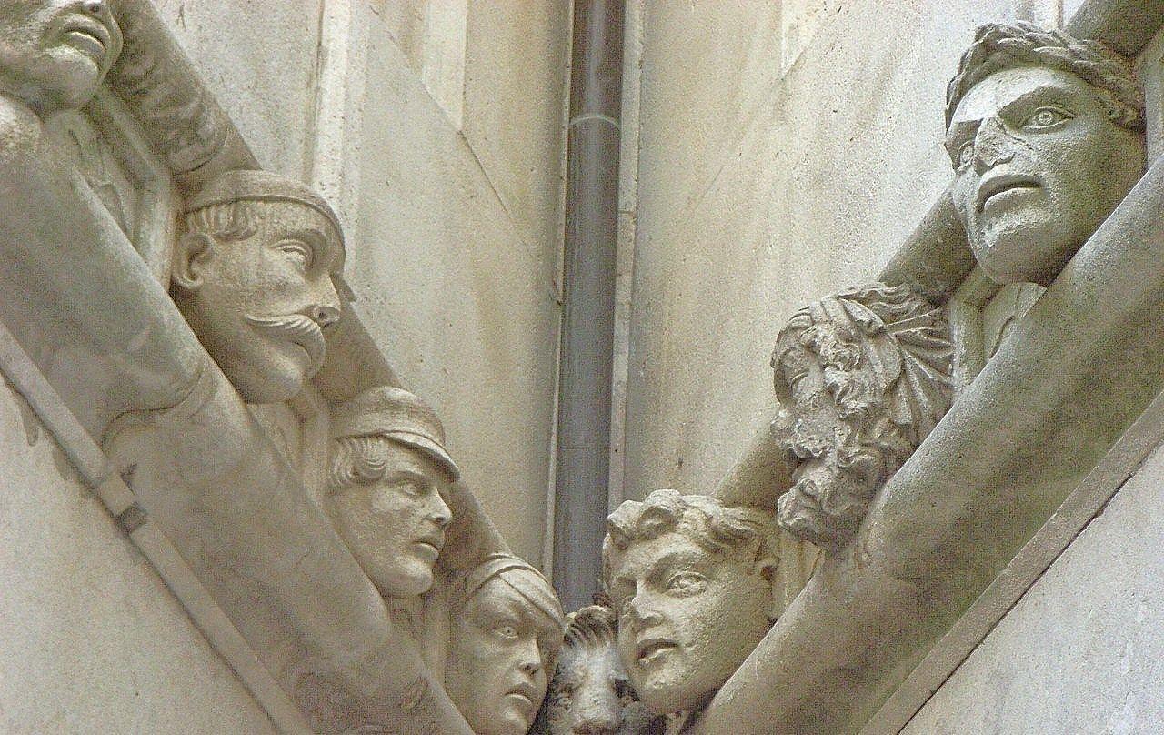 人面装飾のある聖ヤコブ大聖堂
