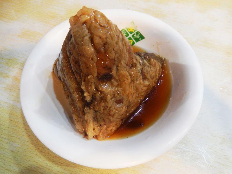 安い!早い!チョーうまい!「王記府城肉粽」のちまきは台北の必食メニュー!
