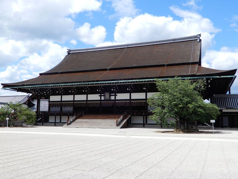 通年公開でいつでも行ける!雅の別世界「京都御所」へ