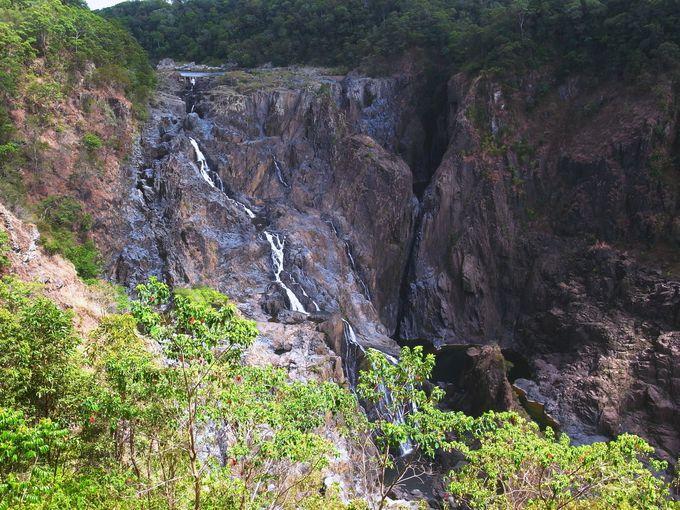 巨大な滝、バロンフォール