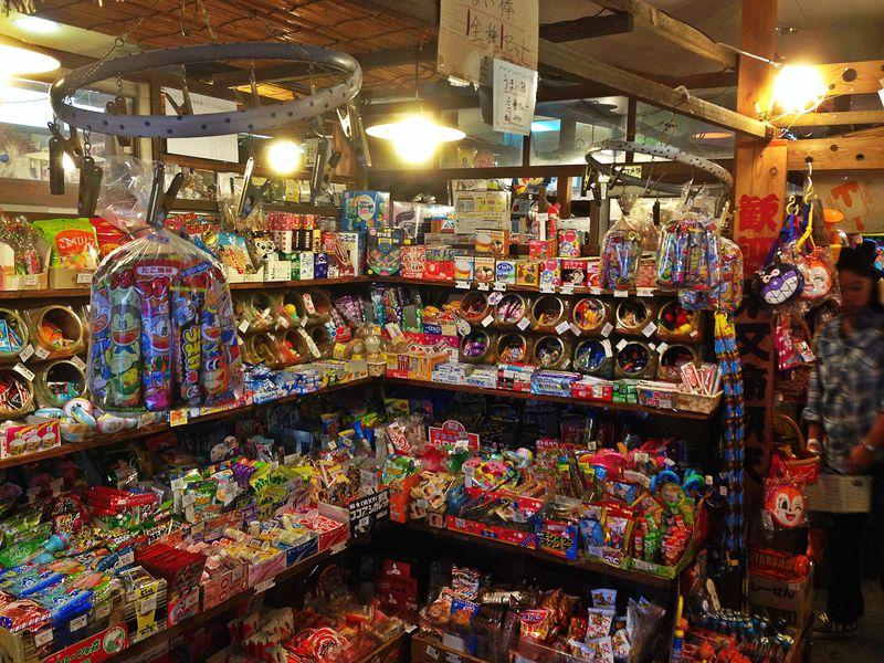 昭和の子の社交場が現代に!柴又ハイカラ横丁&おもちゃ博物館
