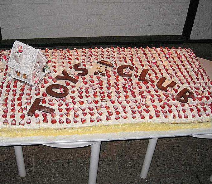 聖なる夜はケーキパーティー♪ その日お店にいらした方には、特製クリスマスケーキが振る舞われます