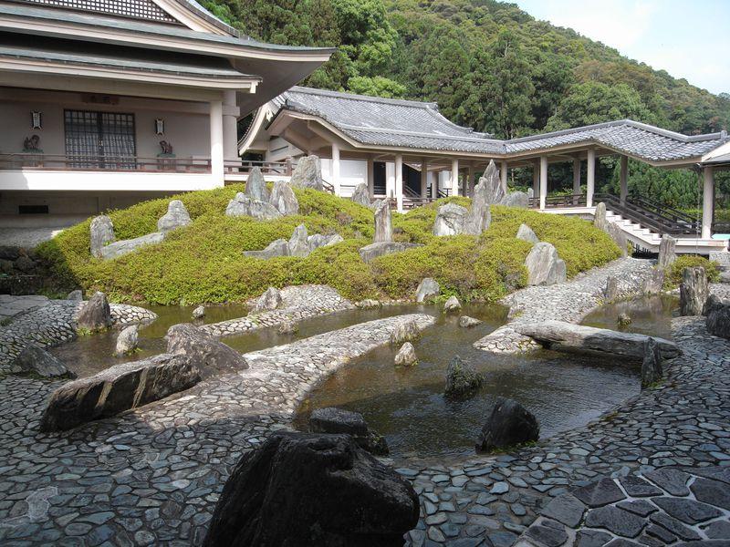 昭和の庭師・重森三玲の傑作!京都「松尾大社 松風苑三庭」