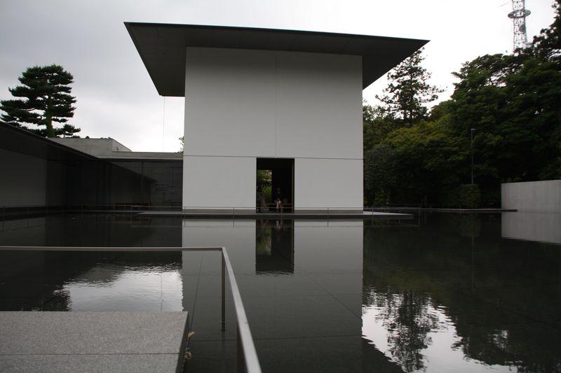 金沢市の鈴木大拙館で建築を楽しみ思索を深める!
