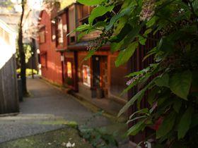 あかり坂、暗がり坂。裏道散歩で楽しむ金沢「主計町茶屋街」