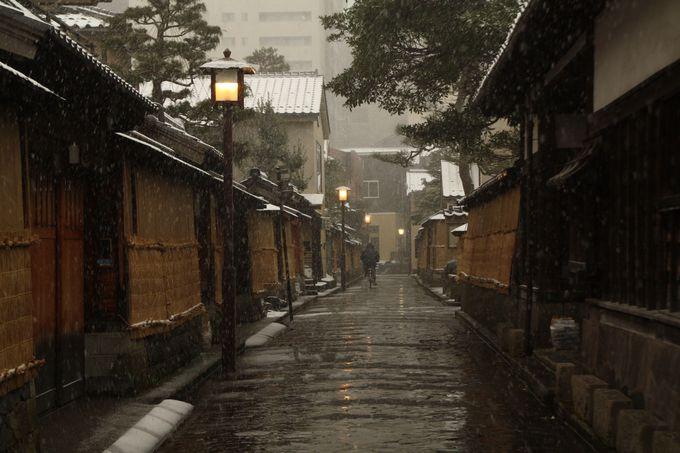 雪の季節だけお目見えする懐かしくぬくもりのある風景