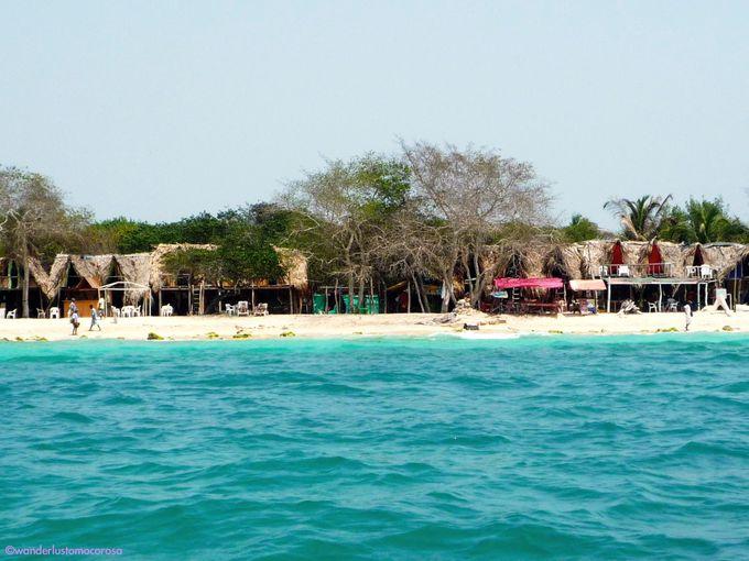 これがカリブ海!白砂のビーチにエメラルドグリーン&ブルーの海